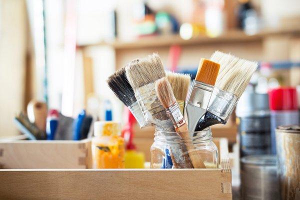 depositphotos_82080304-stock-photo-paint-brushes